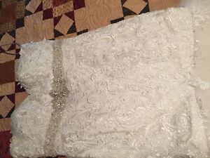 Selling used wedding dress paid $2500 asking &1600