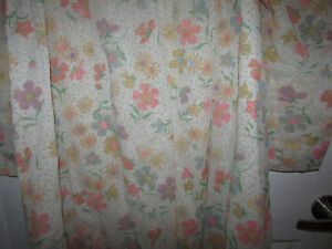 VINTAGE Flocked Floral Lined Long Nightgown Gatineau Ottawa / Gatineau Area image 7