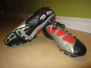 NEW Men's soccer / Football NIKE T-90 Cleats size 10.5