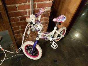 Superbe vélo de princesse 3-5 ans + sonnette et petites roues