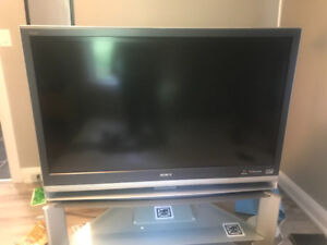 "SONY WEGA 3LCD 40""  W/ HDMI **Stand Included****CHEAP**"