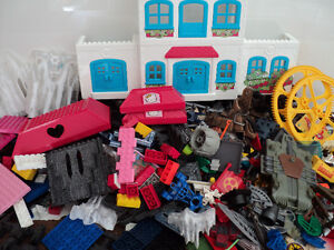 MEGA BLOKS/OVER 900 PIECES/SAME SIZE/COMPATIBLE WITH LEGO BLOCKS Cornwall Ontario image 10