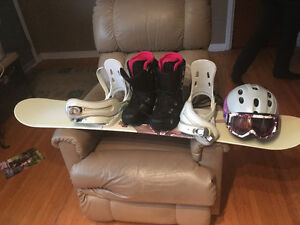 Snowboard and accessories used twice
