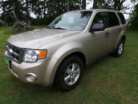 2010 FORD ESCAPE XLT, 4WD, 2.5L 4CYL * SAFETY & ETEST COMPLETED