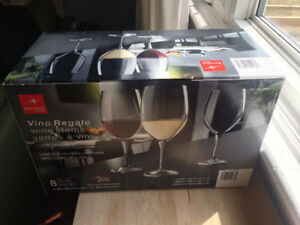 8 Pack of BRAND NEW WINE GLASSES