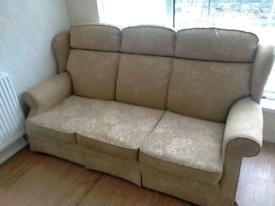 3 peicd suite (1 recliner)