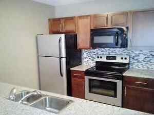 2 Bdrm, 20 Technology, Modern and Spacious Suites Incl Laundry
