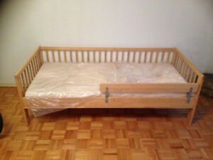 Toddler bad with a mattress for sale!