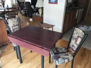 Set de dinette table et deux chaises