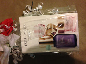 NEW Estée Lauder Lifting/Firming Perfectionist Kit St. John's Newfoundland image 1
