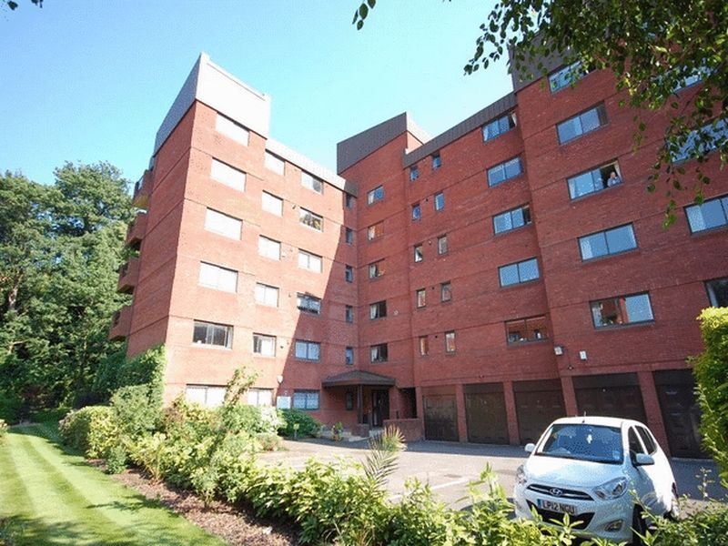 2 bedroom flat in Spencer Close, FINCHLEY, N33