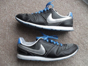 Nike Training Women's Charcoal Grey/Silver Athletic Shoes