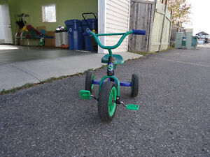 Kids tricycle VERY GOOD CONDITION!!!!!