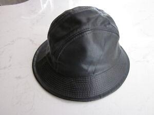 Chapeau rond noir, de moto, en cuir véritable, grandeur SMALL.