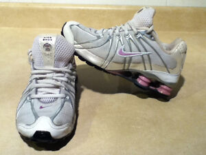 Women's Nike Shox Running Shoes Size 7