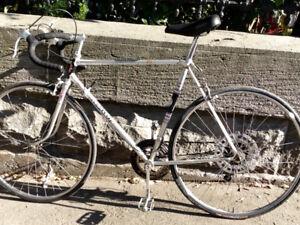 Très beau vélo de route vintage de marque Schauss