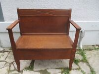 Attractive Antique (c1925) Deacon's Bench with Lift Top Seat