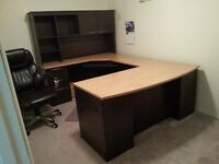 U shaped computer Desk