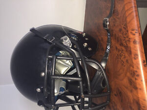 Great football helmet, comes with chin strap