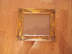 Beautiful Goldleaf Wooden Picture Frame $20 Cadre finition or