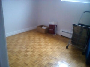 ROOM FOR RENT/5MINS FROM FAIRVIEW MALL(RENTING FOR DEC 15TH)