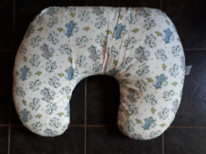 Feeding/Nursing pillow with TWO covers!