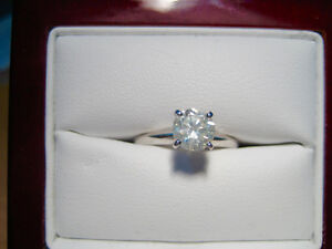 New 0.90 CT Solitire Diamond Engagement Ring W/Bonus Ring