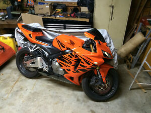 TRIBAL BLACK/ ORANGE CBR 600RR  2006