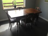 Table and 4 chairs (vintage style)
