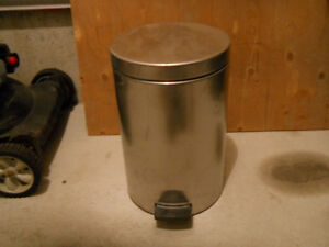 Branbantia stainless steel garbage can.