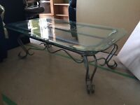 Table basse en fer forgé avec dessus en verre