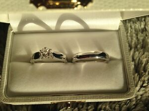 Custom Solitare Engagement Ring & Wedding Band Set