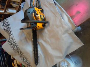 Chainsaw 1 yr old used 0nce