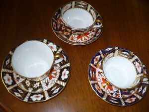 EXQUISITE  ROYAL CROWN DERBY IMARI CUPS AND SAUCERS
