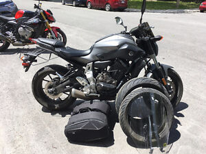 FZ-07 2015, Grey with windshield, saddlebags and sliders
