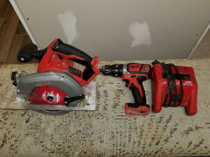 Milwaukee m18 hammer drill skillsaw and charger