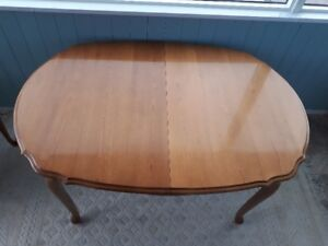 Solid Fruitwood Dining Table with Two Leafs