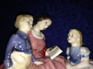 "Royal Doulton Figurine ""Bedtime Story"" HN 2059 London Ontario image 5"
