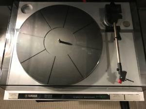 Yamaha P-300 Turntable