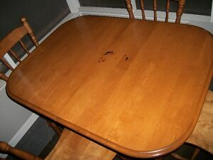 Wooden kitchen table, 4 chairs and leaf Cornwall Ontario image 2