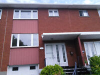 Bright and Clean townhouse 1.5 km from  Fairview Pointe-Claire