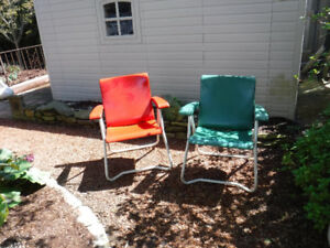 3 ANTIQUE STEEL FOLDING  PATIO CHAIRS RED/GREEN