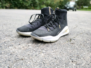 Curry 4 Under Armor gently used ,size 8