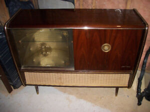 Vintage 1940s-1950s Stereo Console w/Record Player & Tuner