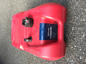 Boat outboard motor gas tank with level gauge