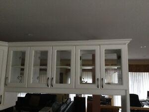 armoire de cuisine vitrée