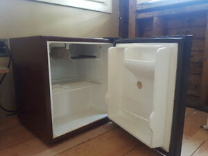 Emerson mini bar fridge
