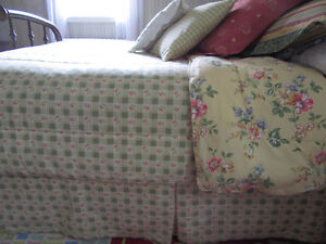 Comforter Town&Country QUEEN with Euro cushions West Island Greater Montréal image 2