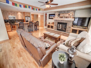 Luxury Canmore Corner Apartment - Spacious and Bright