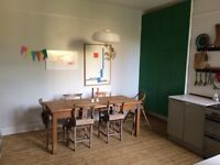 Lovely double room in family home available 3rd Jan til 15th Feb £120 pw no couples